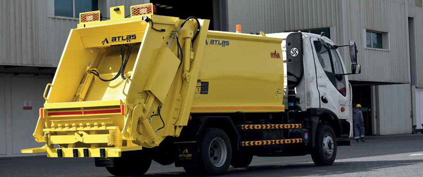 REAR LOADING REFUSE COMPACTOR